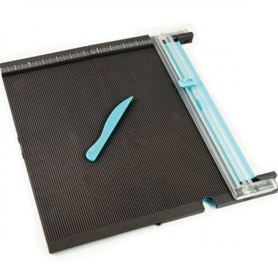 Доска для биговки с резаком Trim & Score Board (We R Memory Keepers)
