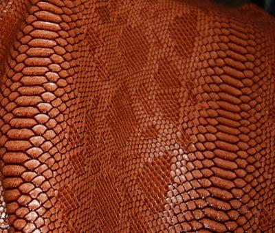 """Кожзам с тиснением """"Дракон"""", коричневый, 25*35 см"""